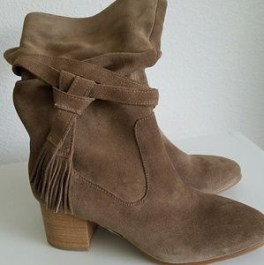 NEW Tahari suede boots